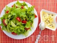 Зелена салата с дресинг от яйца и каперси